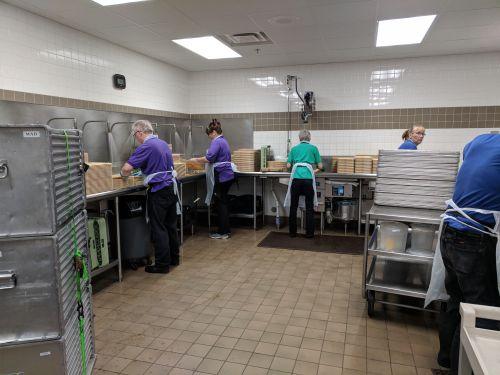 Dishwashing in full operation