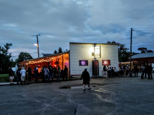 Hansons Bar exterior - Robinson
