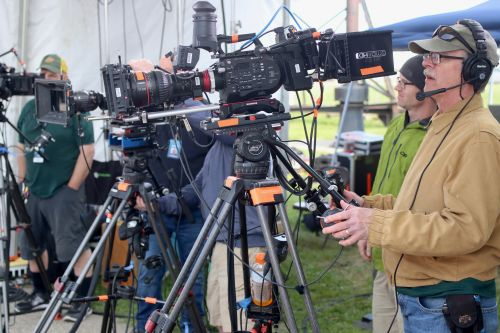 Antique Roadshow cameras at the ready - photograph by C.S. Hagen