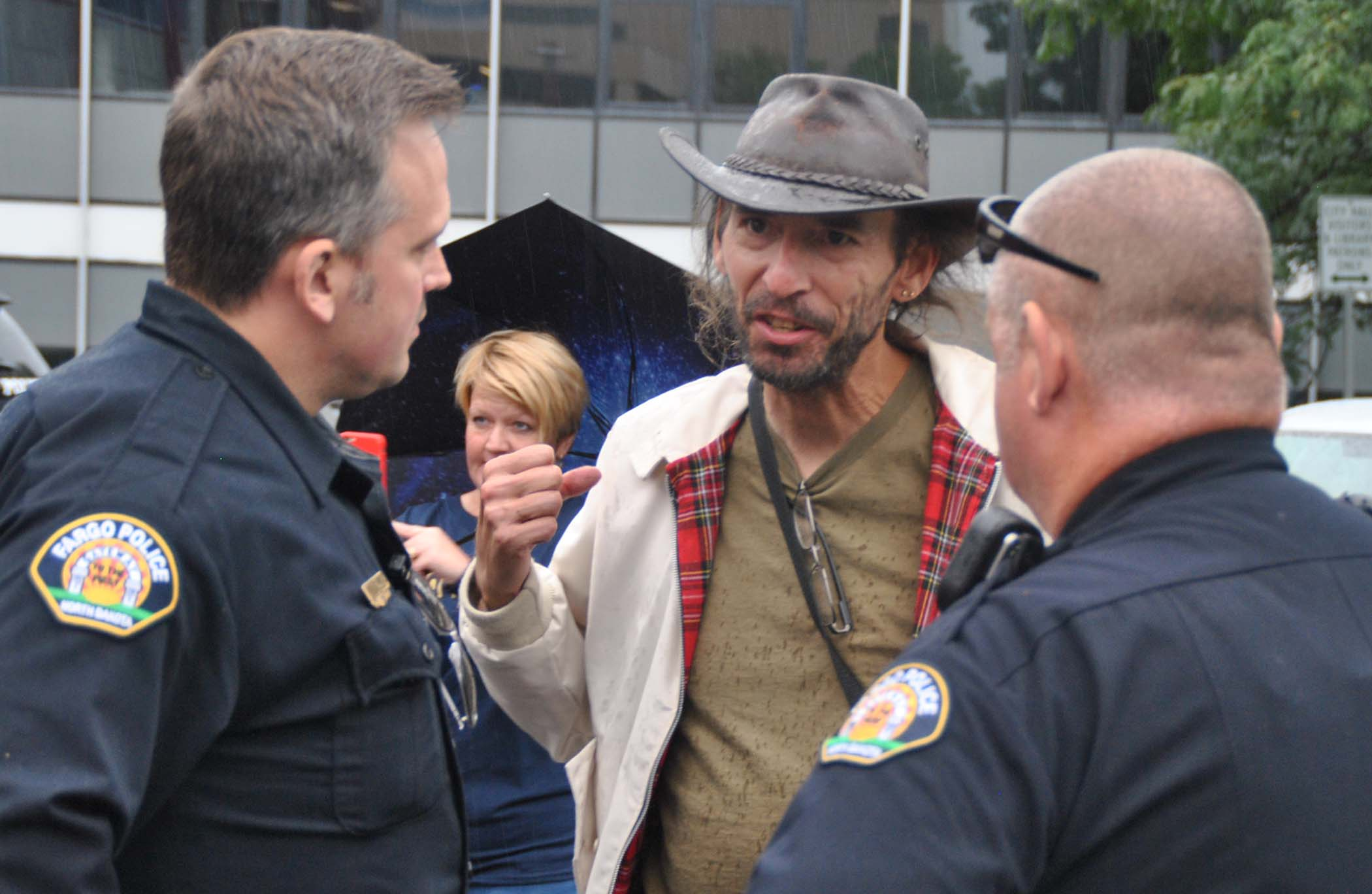 Kevin Benko talking to police - photo by C.S. Hagen
